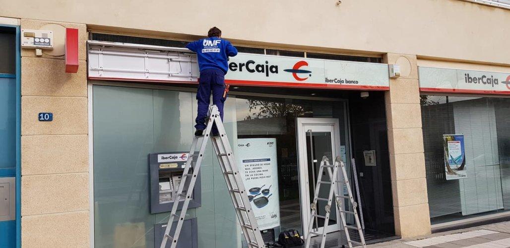 Reparaciones eléctricas luminosos IBERCAJA - Electricistas en Córdoba