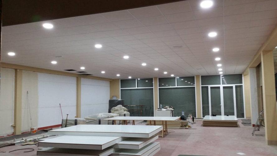 Instalación en naves industriales luminaria - Electricistas en Córdoba