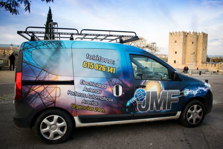 Furgoneta Servicios Eléctricos JMF Electricistas en Córdoba - Electricistas en Córdoba